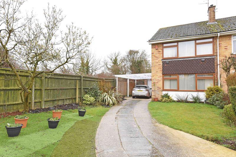 3 Bedrooms Semi Detached House for sale in Volunteer Road, Theale