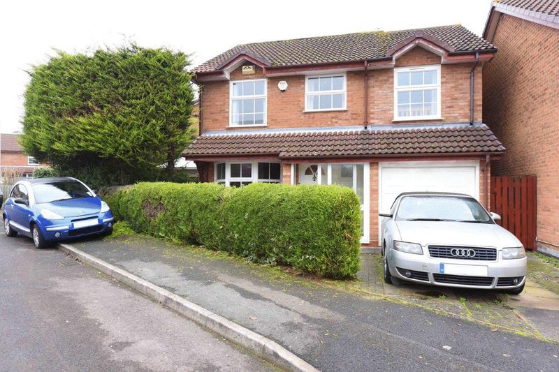 4 Bedrooms Detached House for sale in Fernhurst Road Calcot