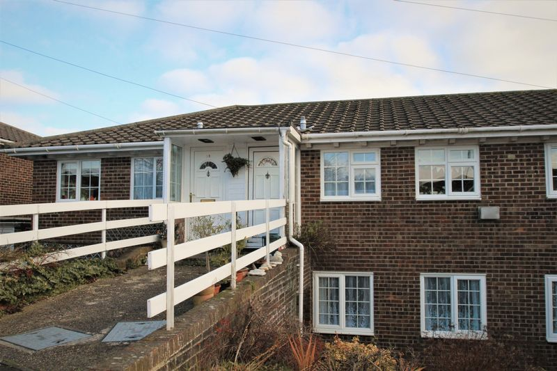 3 Bedrooms Terraced House for sale in Leighwood Close, Ryde