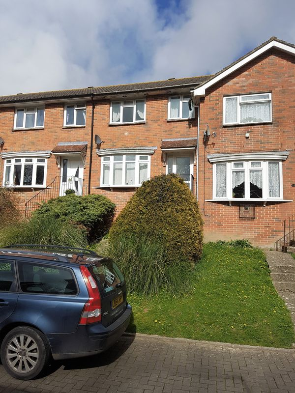 3 Bedrooms Terraced House for sale in Brookside Crescent, Wroxall