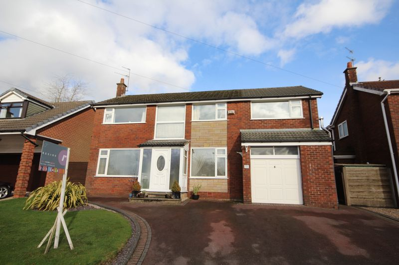 4 Bedrooms Detached House for sale in CAMBERLEY DRIVE, Bamford, Rochdale OL11 4BA