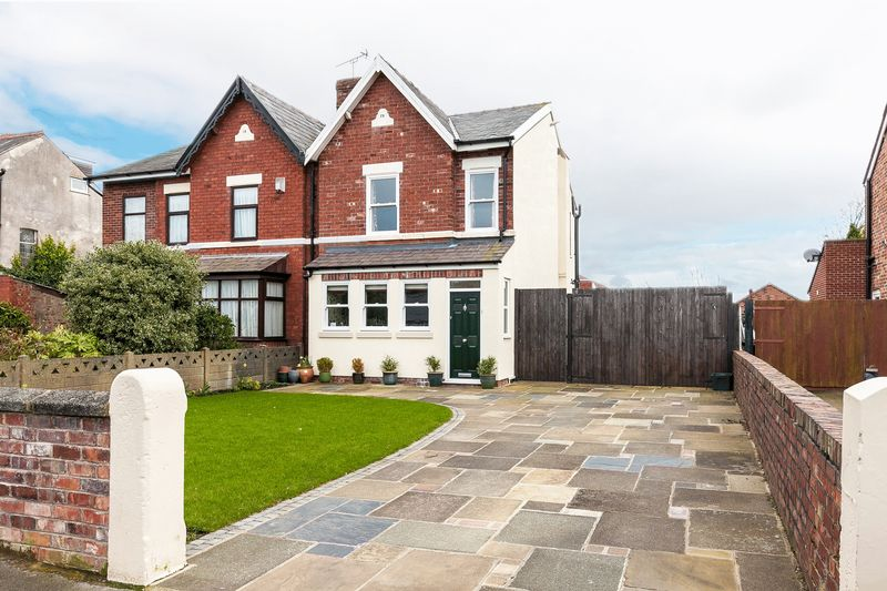 3 Bedrooms Semi Detached House for sale in Shellfield Road, Southport, PR9 9UP