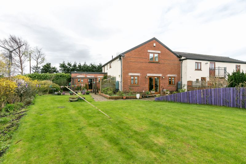 3 Bedrooms Semi Detached House for sale in Bretherton Barns, Drummersdale Lane, Scarisbrick, L40 9RA