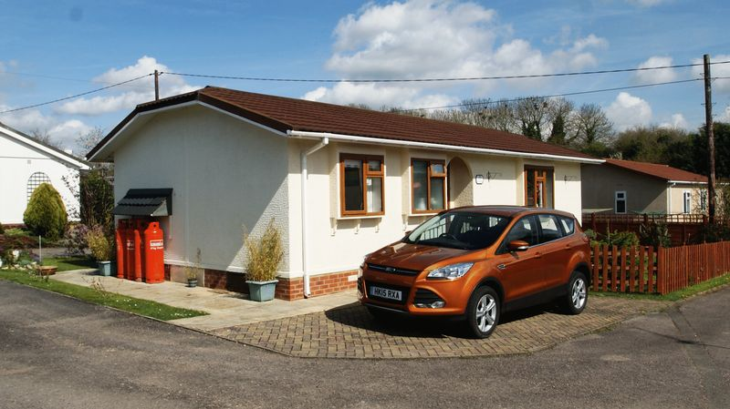 2 Bedrooms Detached Bungalow for sale in Wessex Park, Sutton Scotney, Winchester