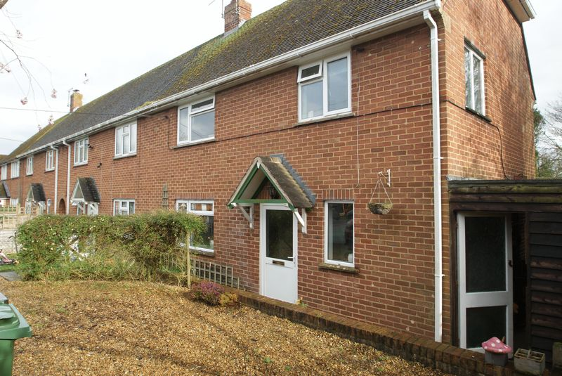 3 Bedrooms Terraced House for sale in Lawrence Houses, Andover