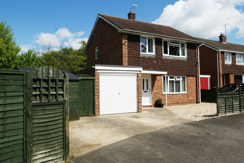 3 Bedrooms Detached House for sale in Colenzo Drive, Andover