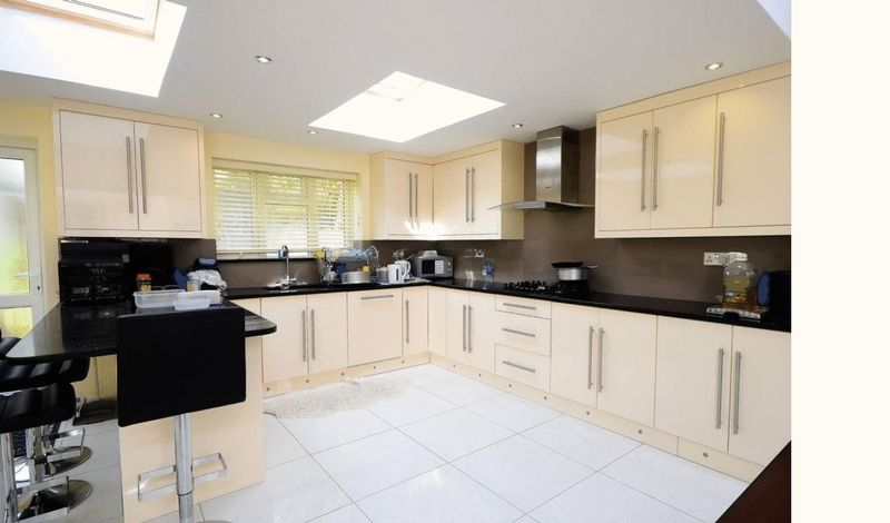 5 Bedrooms Terraced House for sale in Alkham Road, by Stamford Hill,,N16