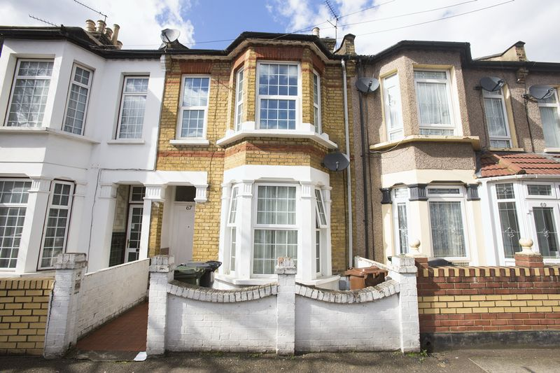 5 Bedrooms Terraced House for sale in St Georges Road, ,Leyton, E10