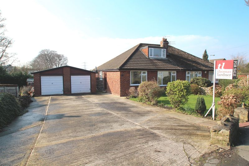 3 Bedrooms Semi Detached Bungalow for sale in Bredbury Green, Romiley