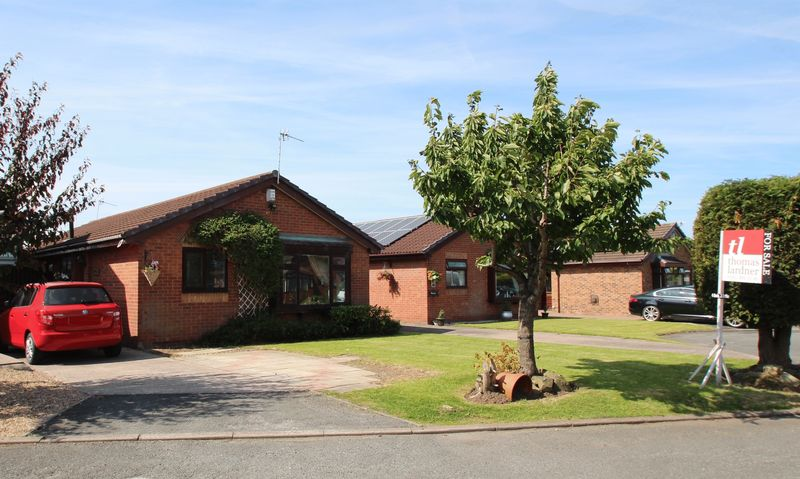 4 Bedrooms Detached Bungalow for sale in Welcomb Close, Bredbury