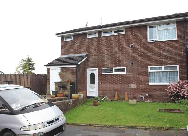 2 Bedrooms Flat for sale in Cherry Croft, Romiley