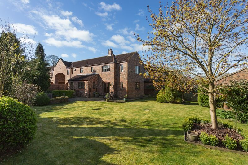 5 Bedrooms Semi Detached House for sale in Villa Court, York