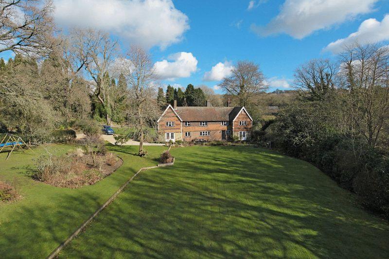 5 Bedrooms Detached House for sale in Ashdown Forest, Fairwarp, East Sussex