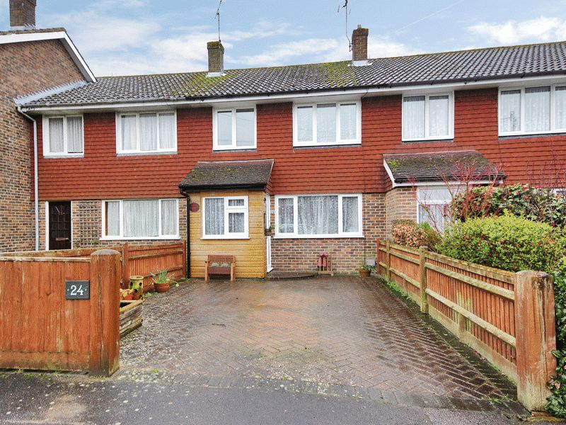 3 Bedrooms Terraced House for sale in Linden Chase, Uckfield