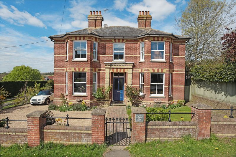 4 Bedrooms Detached House for sale in High Street, Buxted, East Sussex
