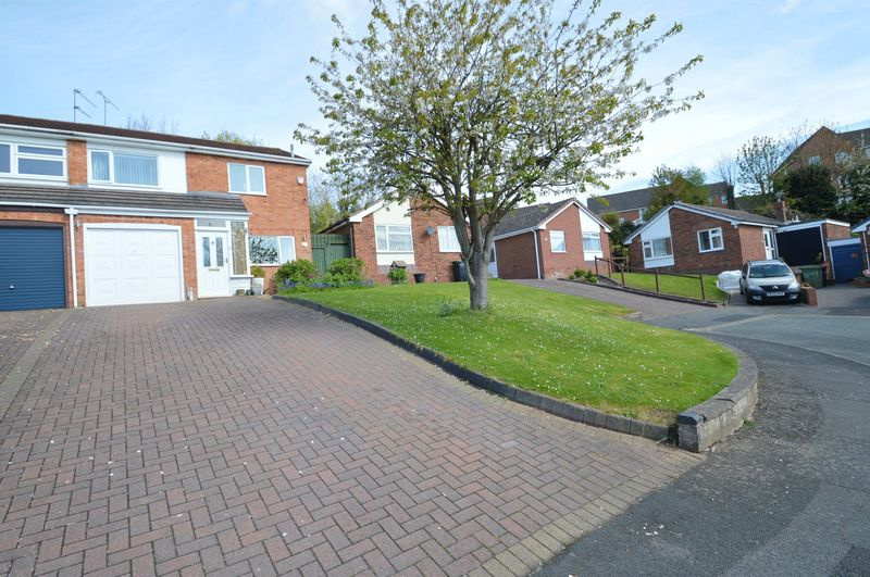 3 Bedrooms Semi Detached House for sale in St Peters Close, Crabbs Cross