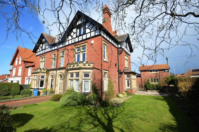 7 Bedrooms Semi Detached House for sale in Prospect Hill, Whitby