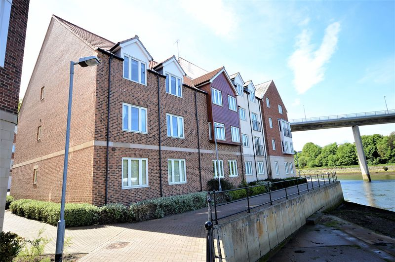 3 Bedrooms Flat for sale in Whitehall Landing, Whitby