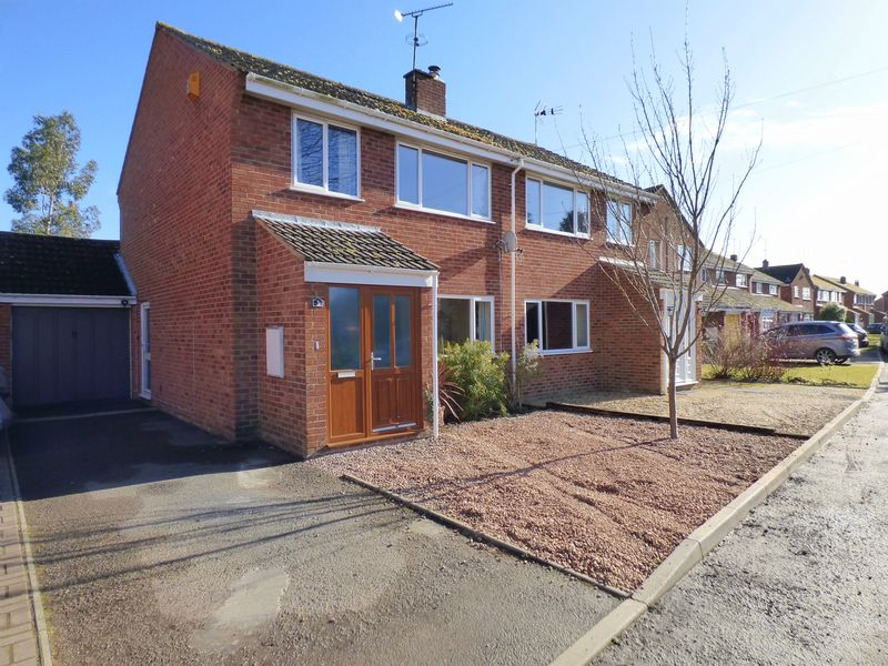 3 Bedrooms Semi Detached House for sale in Darell Gardens, Gloucester