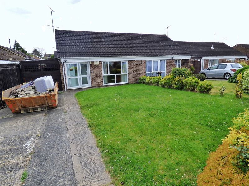2 Bedrooms Semi Detached Bungalow for sale in Courtfield Road, Gloucester