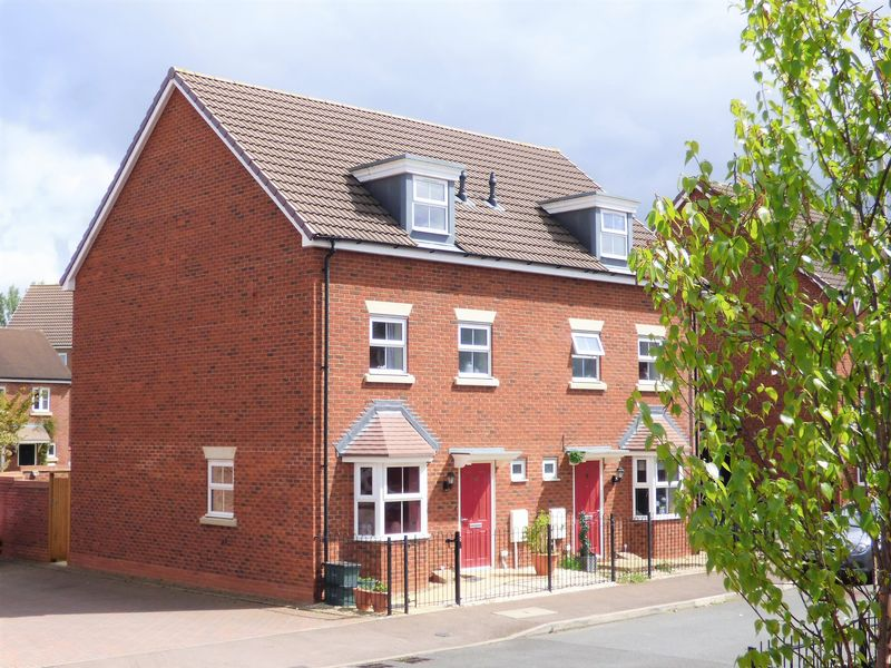 4 Bedrooms Semi Detached House for sale in Waddington Way Kingsway, Gloucester