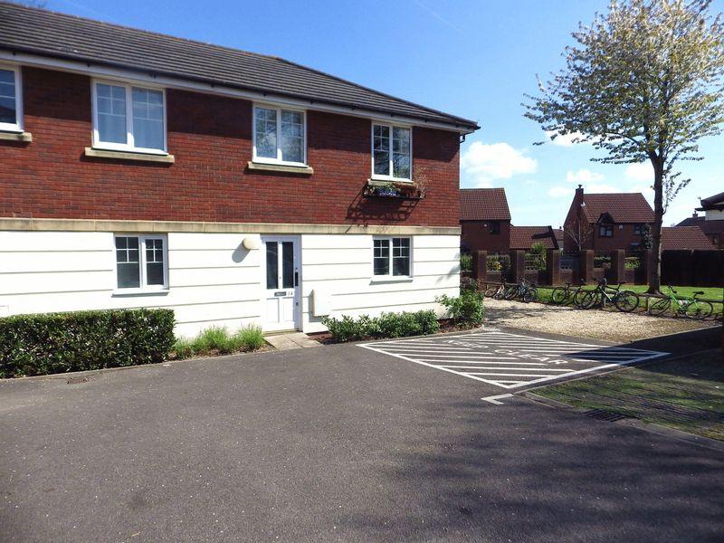 2 Bedrooms Flat for sale in Woodlands Lane, Bradley Stoke