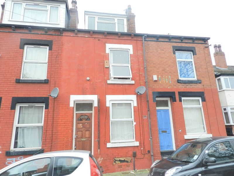 3 Bedrooms Terraced House for sale in Welton Mount, Leeds