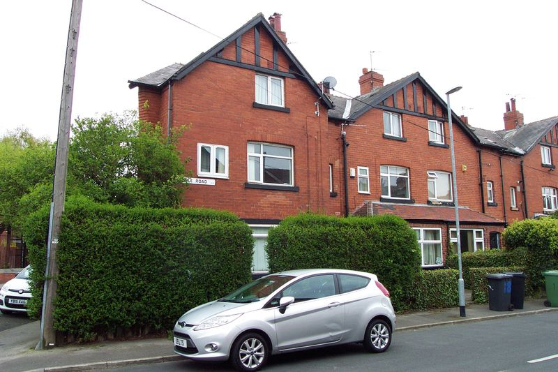 4 Bedrooms Terraced House for sale in Hessle Road, Leeds