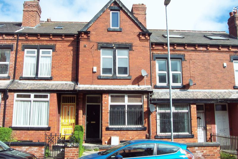 6 Bedrooms Terraced House for sale in Hartley Grove, Leeds