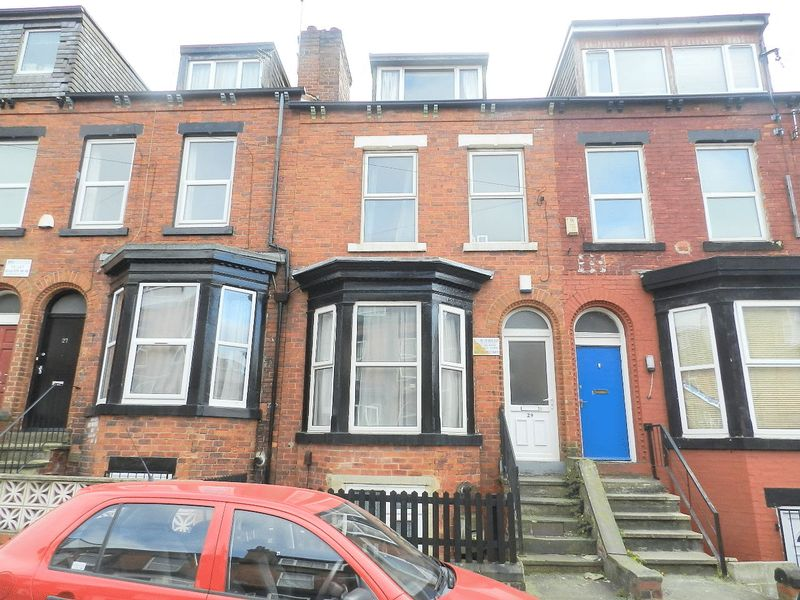 6 Bedrooms Terraced House for sale in Ebberston Terrace, Leeds