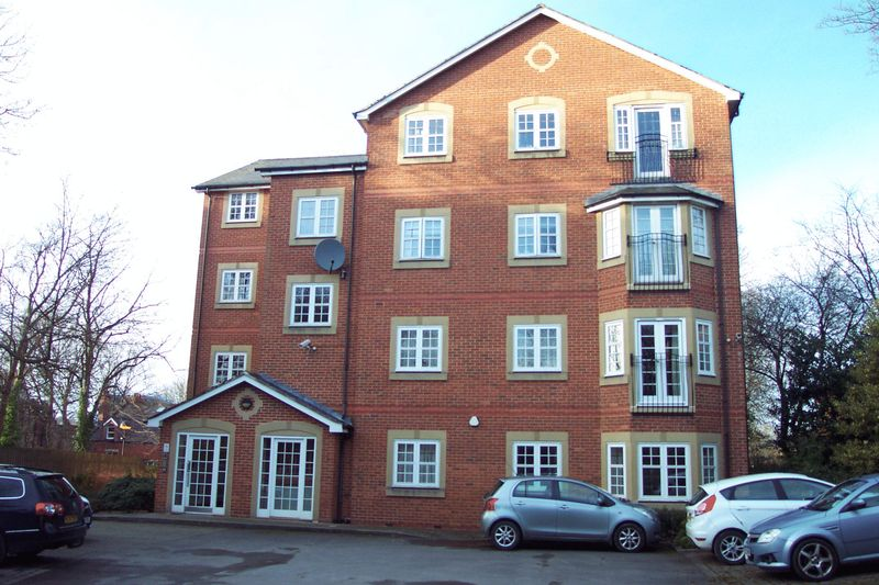 2 Bedrooms Flat for sale in Shire Oak Road, Leeds