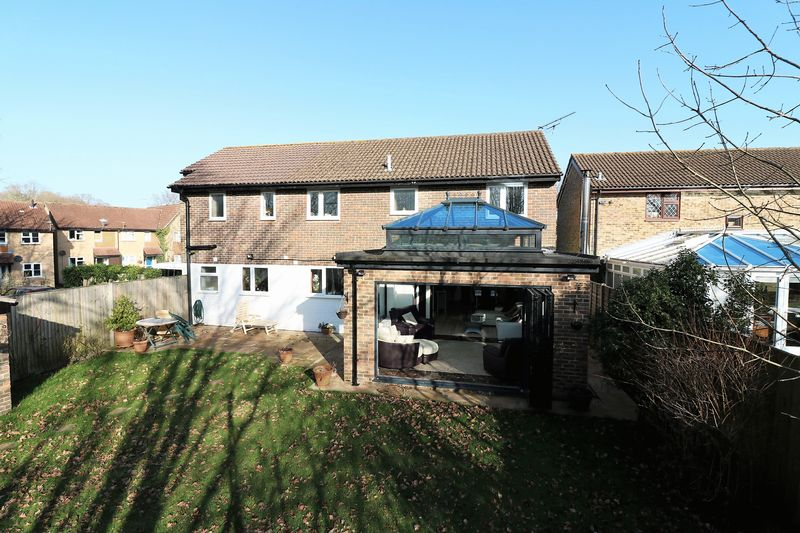 5 Bedrooms Detached House for sale in Aintree Drive, Tempest, Waterlooville