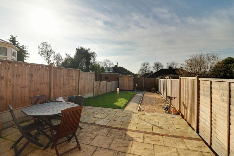 3 Bedrooms Terraced House for sale in Durley Avenue, Cowplain, Waterlooville