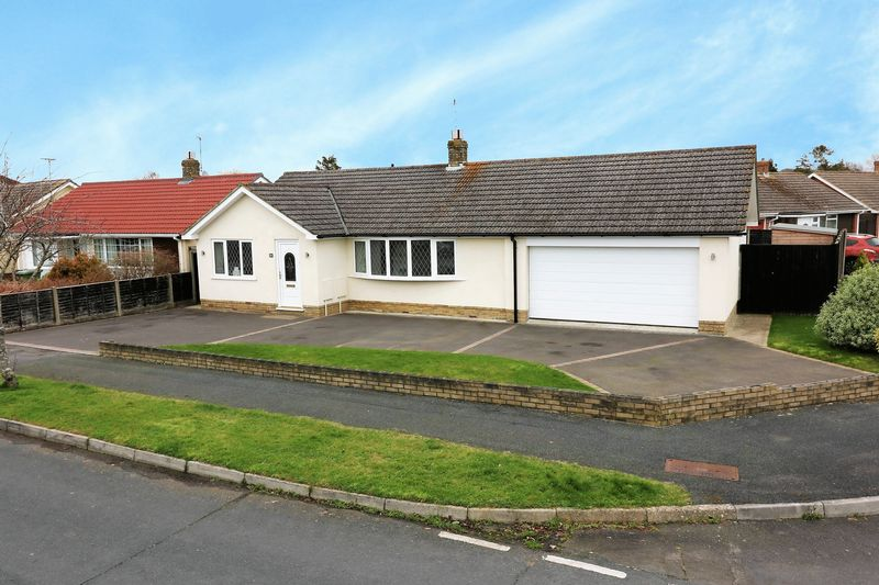 3 Bedrooms Detached Bungalow for sale in Mapletree Avenue, Waterlooville