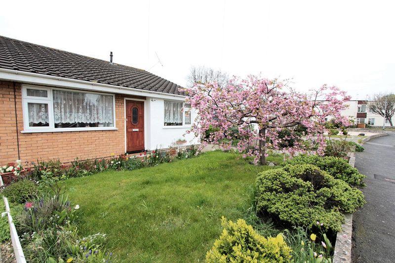 2 Bedrooms Semi Detached Bungalow for sale in Parc Esmor, Rhyl