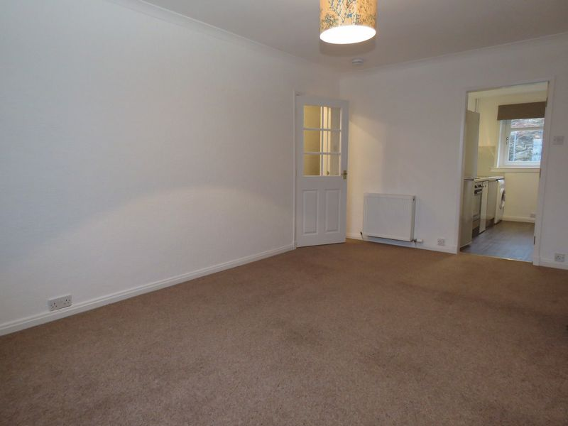 Sitting room to kitchen & hall