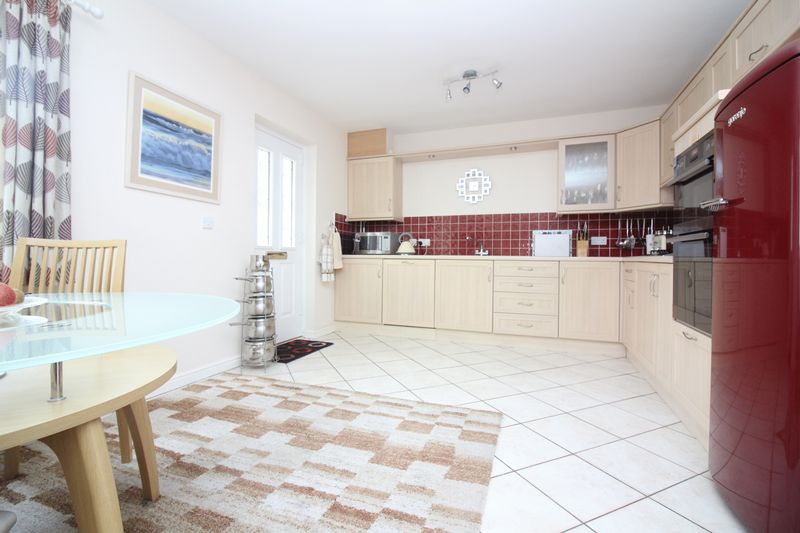 3 Bedrooms Terraced House for sale in London Square, Portishead