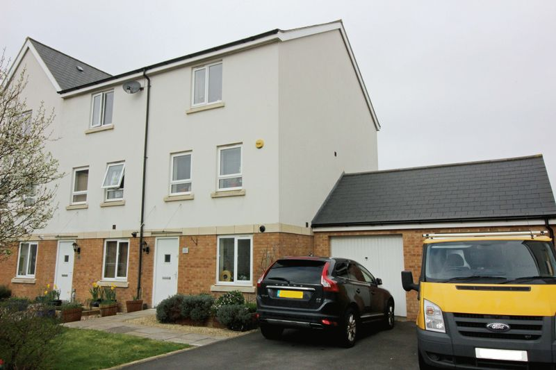 4 Bedrooms Semi Detached House for sale in Sanderling Place, Portishead