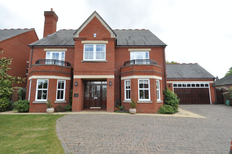 4 Bedrooms Detached House for sale in Clarence Gate, Woodford Green