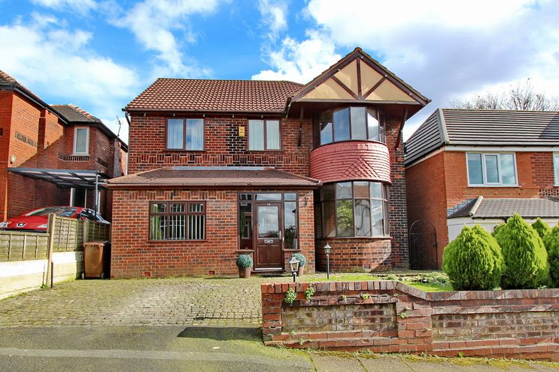 4 Bedrooms Detached House for sale in Sandy Meade, Prestwich, Manchester