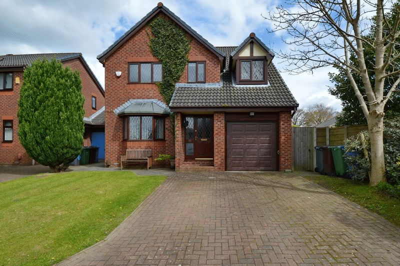 4 Bedrooms Detached House for sale in The Fairways, Whitefield, Manchester