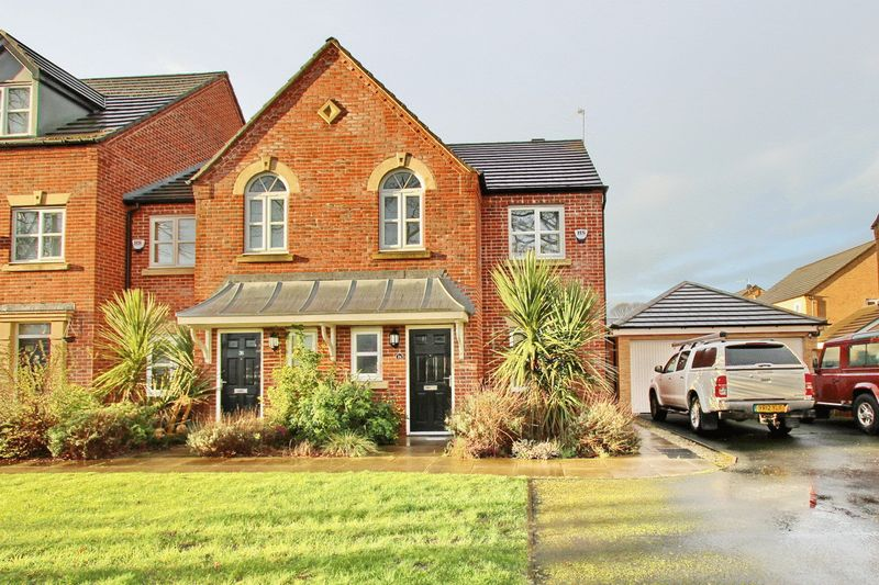 3 Bedrooms Semi Detached House for sale in Viscount Drive, Middleton, Manchester