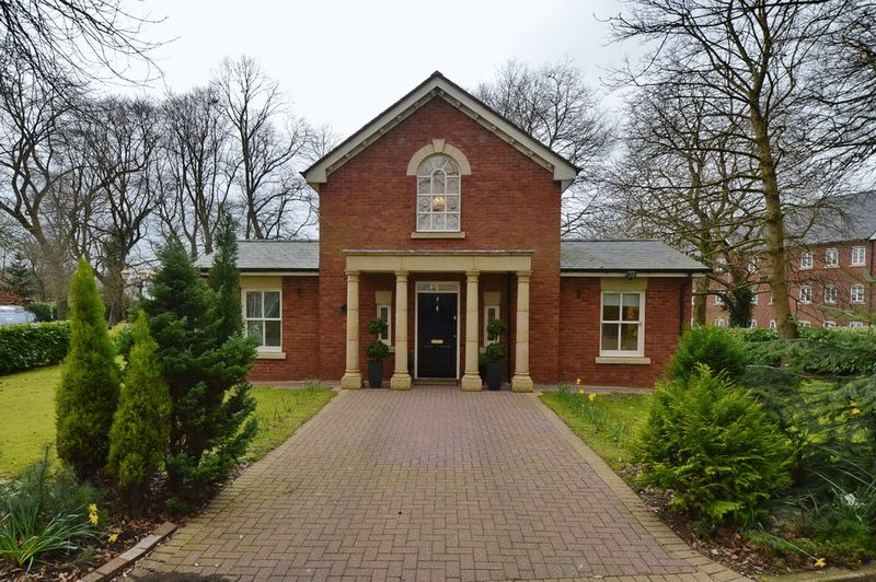 2 Bedrooms Detached House for sale in The Gate House, The Parklands, Stoneclough, Manchester