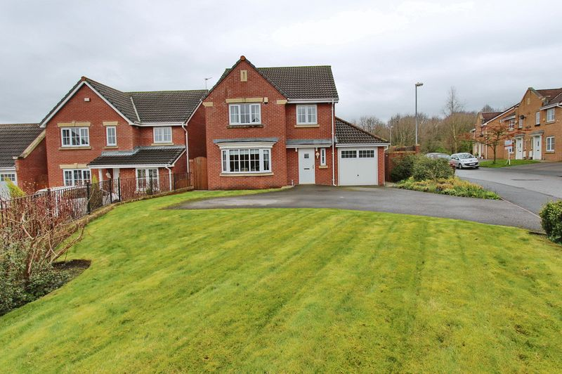 4 Bedrooms Detached House for sale in Ashurst Grove, Radcliffe, Manchester