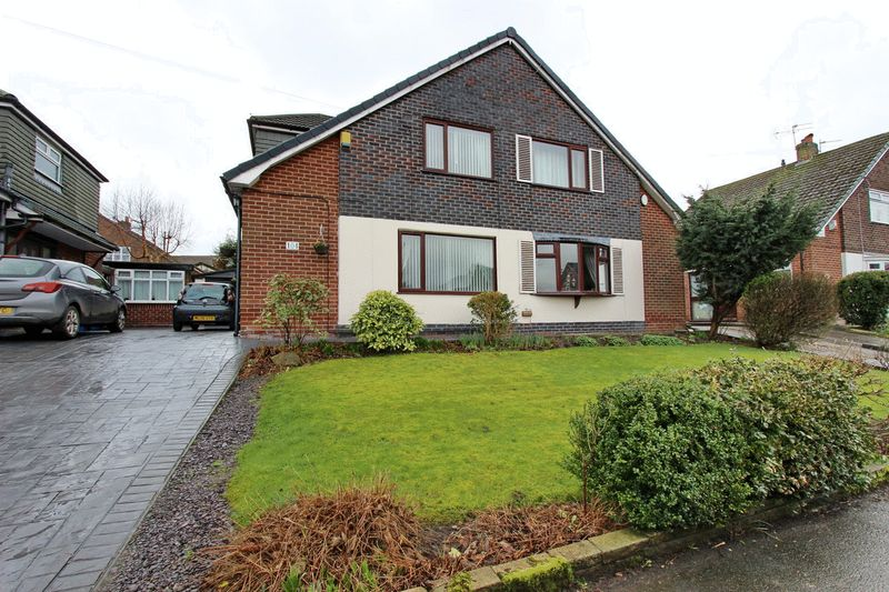 2 Bedrooms Semi Detached House for sale in Simister Lane, Prestwich, Manchester