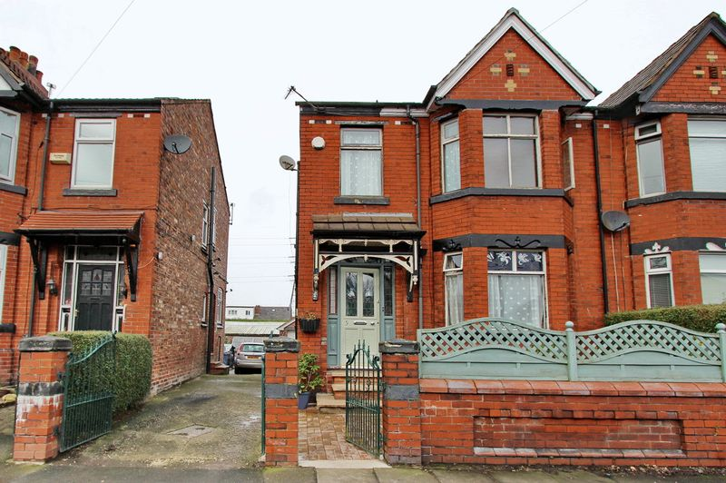 3 Bedrooms Semi Detached House for sale in Derby Road, Whitefield, Manchester