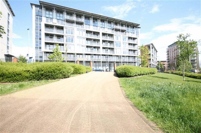 2 Bedrooms Flat for sale in Mason Way, Birmingham City Centre