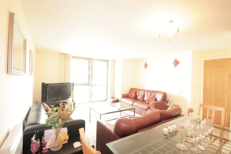 Large 2 Bedroom Apartment, Birmingham, B...