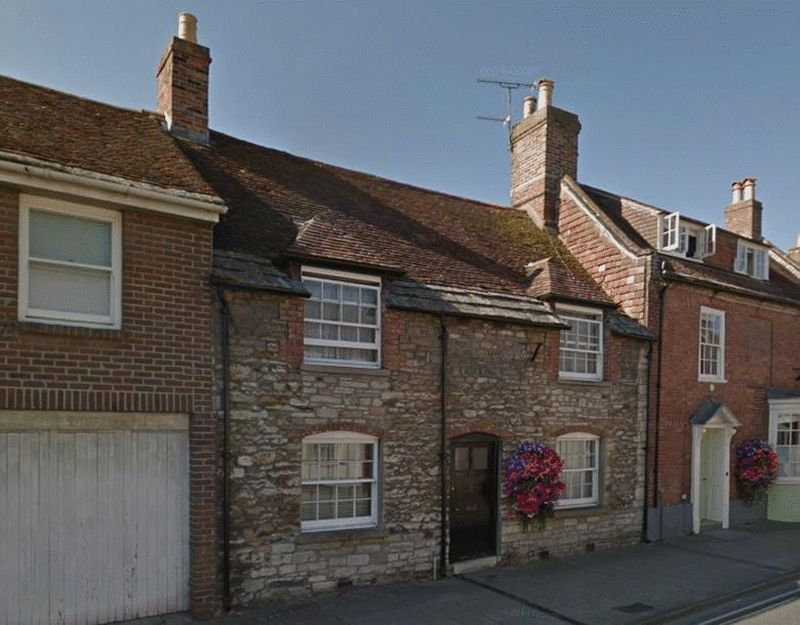4 Bedrooms Terraced House for sale in This imposing grade ll listed four bedroom house is situated just a short walk from Wareham Town Centre. With spacious and flexible accommodation