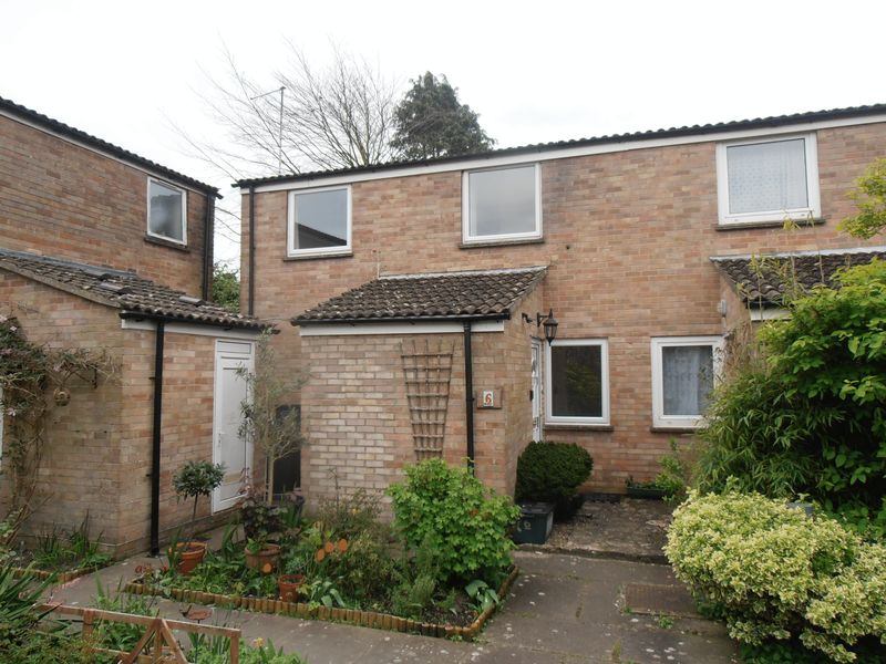 3 Bedrooms Semi Detached House for sale in A well presented semi-detached 3 bedroom house located in the heart of Wareham with the added benefit of a private rear garden and garage.